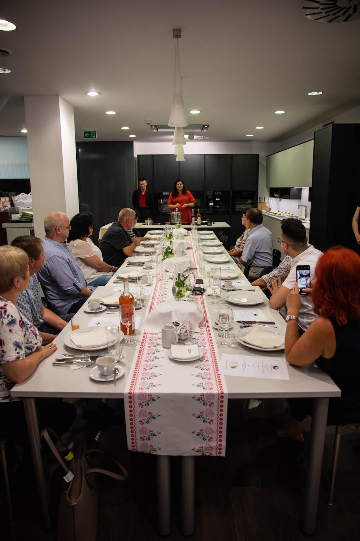 Oli na začiatku privítala všetkých hostí a predstavila šéfkuchára Vlada Morochoviča.