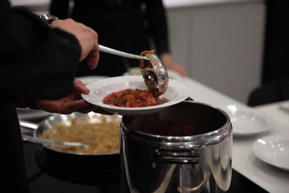 Vieme, že receptov na boršč sú na svete tisícky, ten náš chutil božsky.