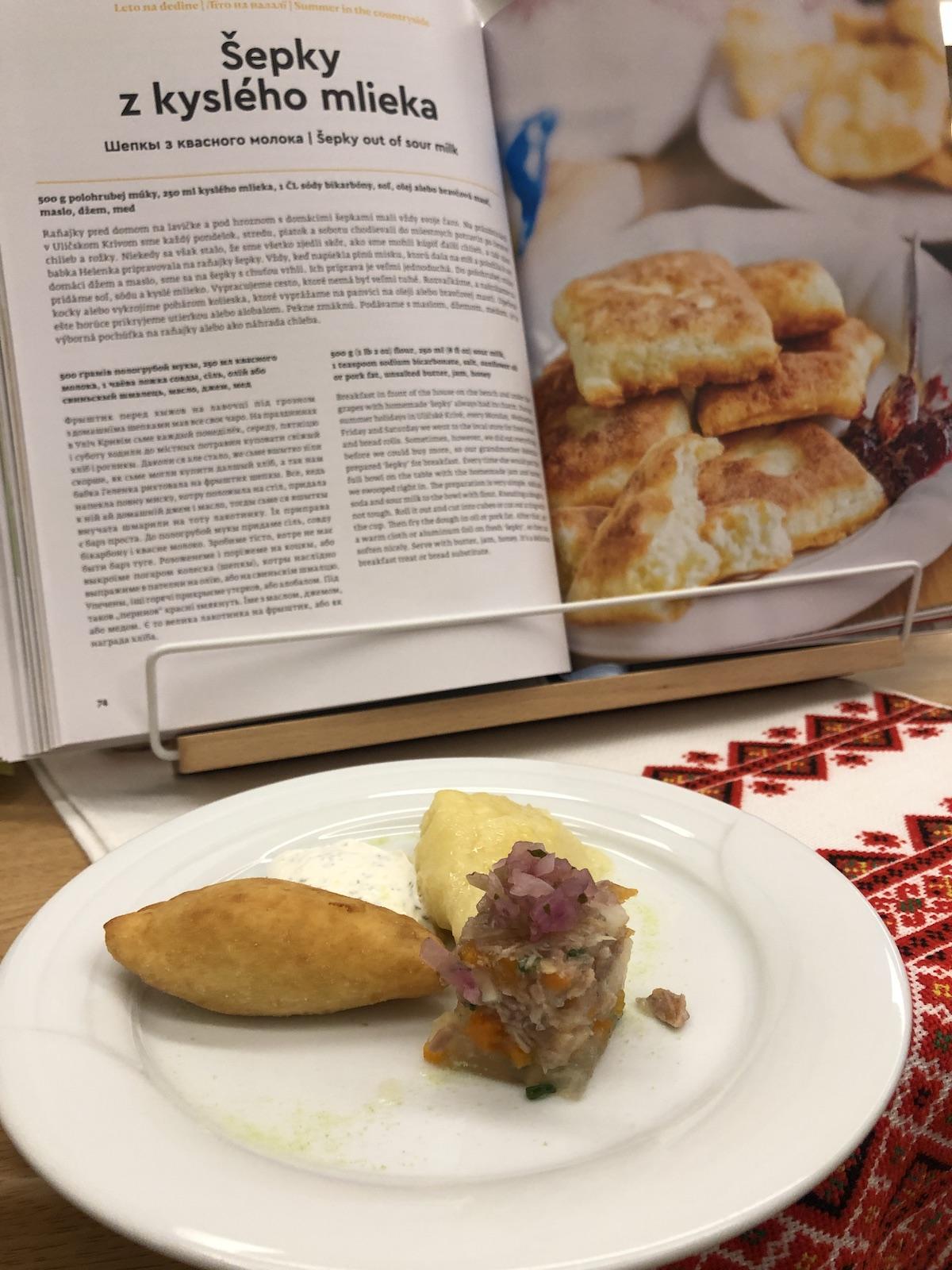 Rusínsky gastro víkend sa začal rusínskym tapasom - varený piroh, pečený piroh a tradičná studenina
